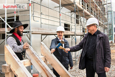 Infratec host topping-out ceremony for new building complex shell for future cleanroom and office areas