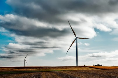 Should Wind Turbines Be Painted Black?